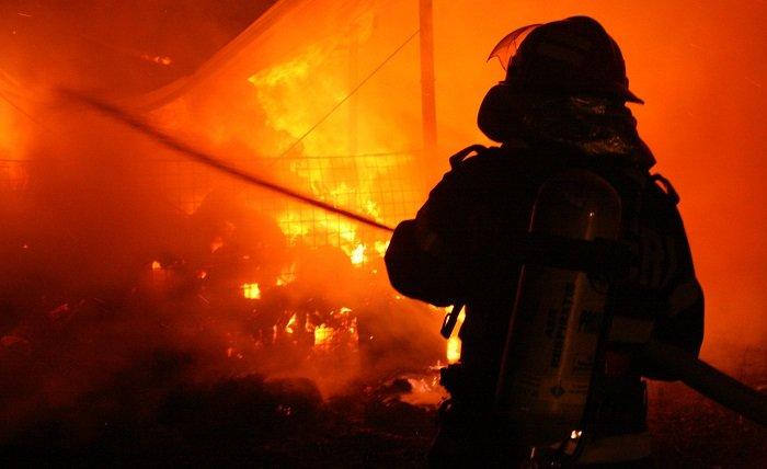 Vrancea: Incendiu la o casă de vacanţă din Soveja; 13 persoane s-au autoevacuat
